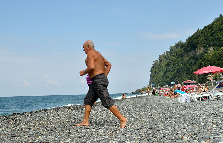 Сарпи пляж, галька и чистая вода