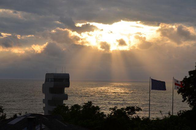 Так выглядит закат со двора Гульнази