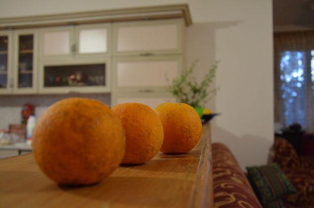У Гульнази во дворе растут апельсины - сорвал и сьел