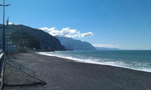 Галечный пляж в Сарпи - всегда чисто и красиво