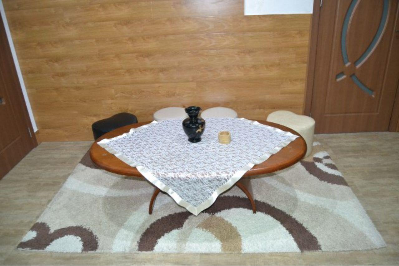 Журнальный столик у Нази