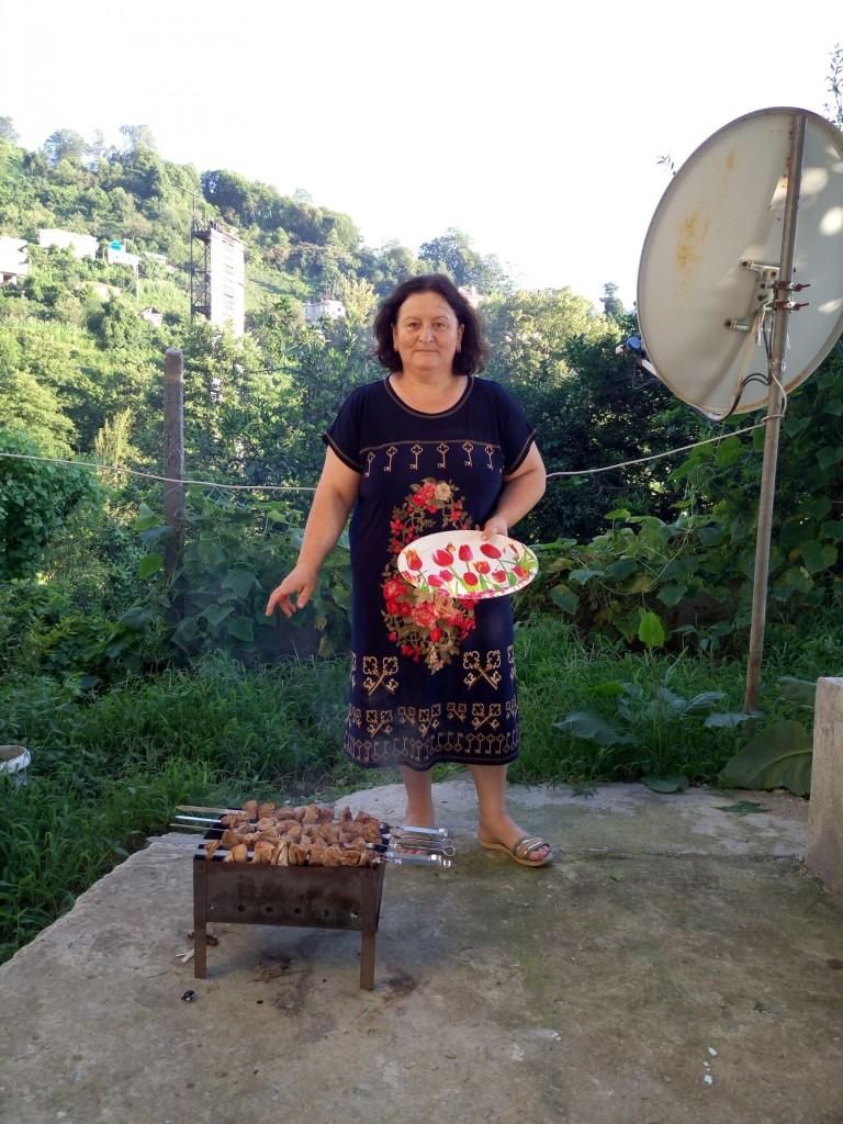 Хозяйка дома Гульнази во дворе